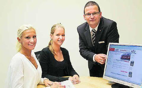 christian mller personalbetreuer fr die aus und aufstiegsweiterbildung mit vanessa kneifeld links - Mller Online Bewerbung