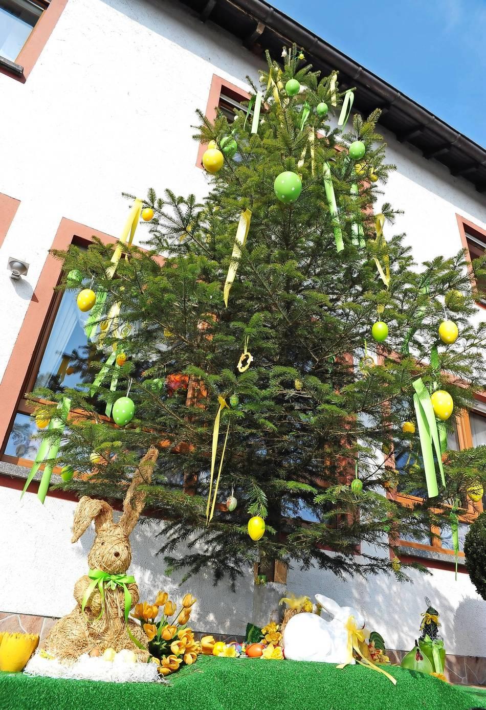 der fr here weihnachtsbaum ist jetzt ein osterbaum. Black Bedroom Furniture Sets. Home Design Ideas