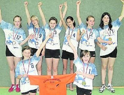 Die Volleyballerinnen des SSC Freisen jubeln über den Gewinn der Bronzemedaille. Foto: SZ