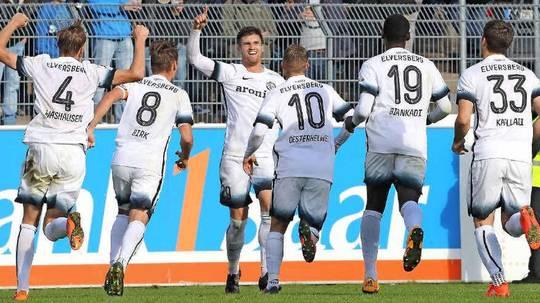 SpVgg Unterhaching gewinnt gegen Elversberg mit 3:0. Dritt-Liga-Relegation