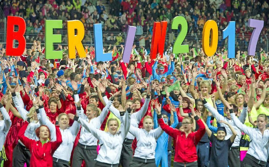Deutsches Turnfest mit bunter Show am Brandenburger Tor eröffnet