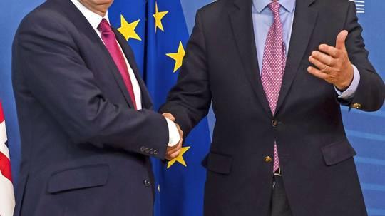 EU-Chefunterhändler Barnier mit dem Brexit Minister Davis