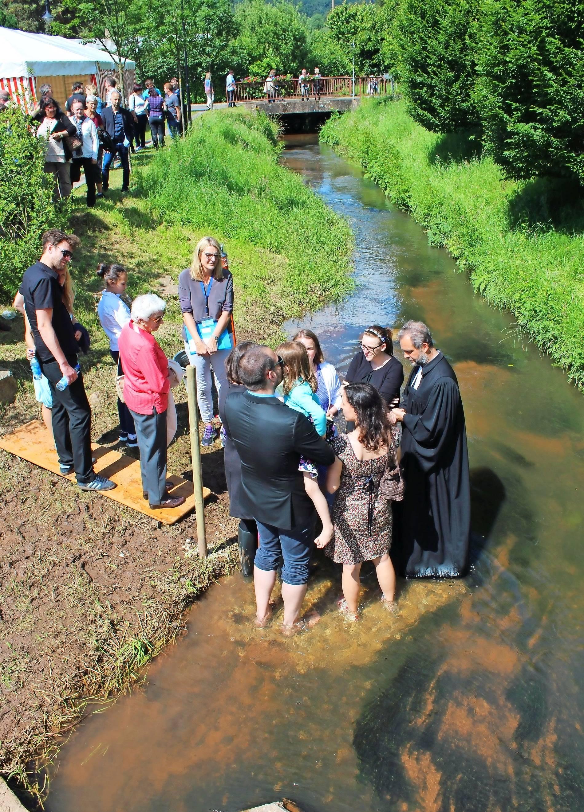 Anmeldung Zur Taufe Am Bach Noch Bis Mitte Mai Möglich