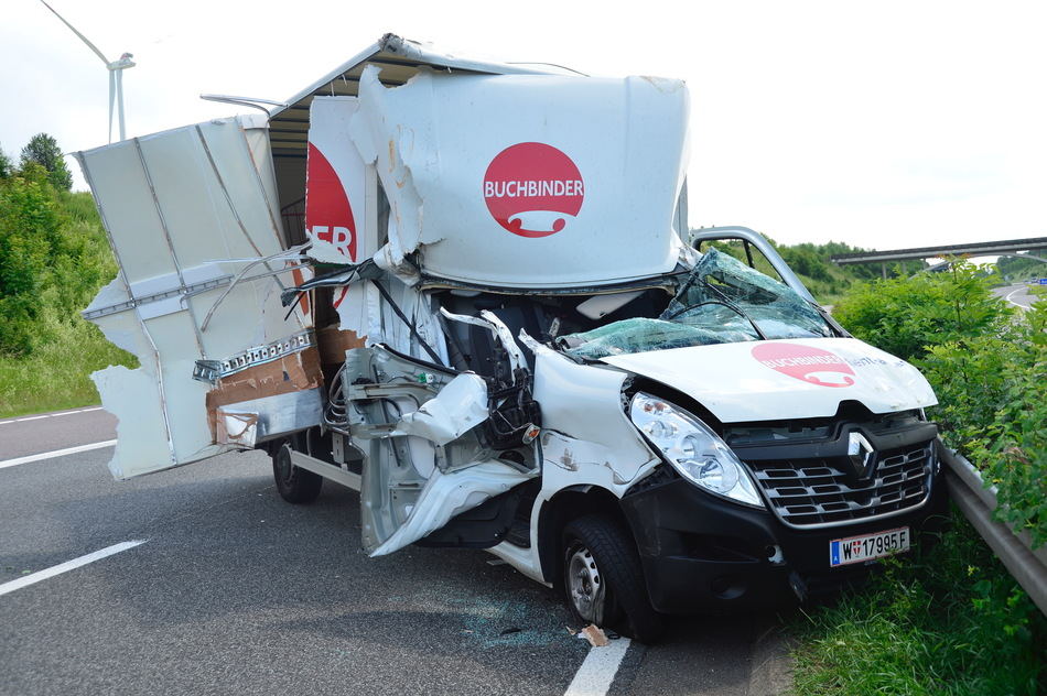 Nach Unfall: A8 bei Perl voll gesperrt