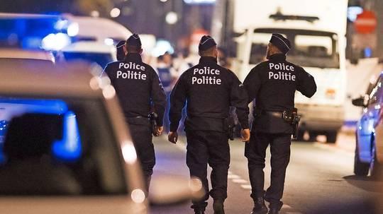 Vor dem Buckingham Palast - Polizist mit Messer angegriffen