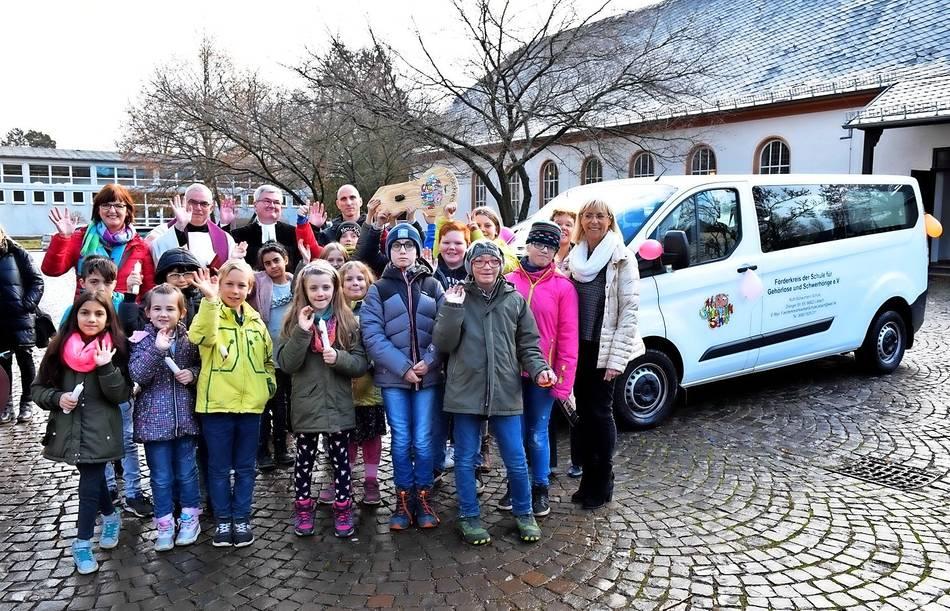 Ruth-Schaumann-Schule freut sich über Schulbus
