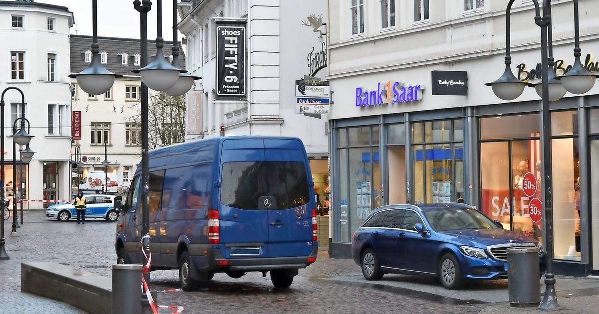 0a7d804d9ee032 Unbekannte sprengen zwei Geldautomaten in Saarbrücken