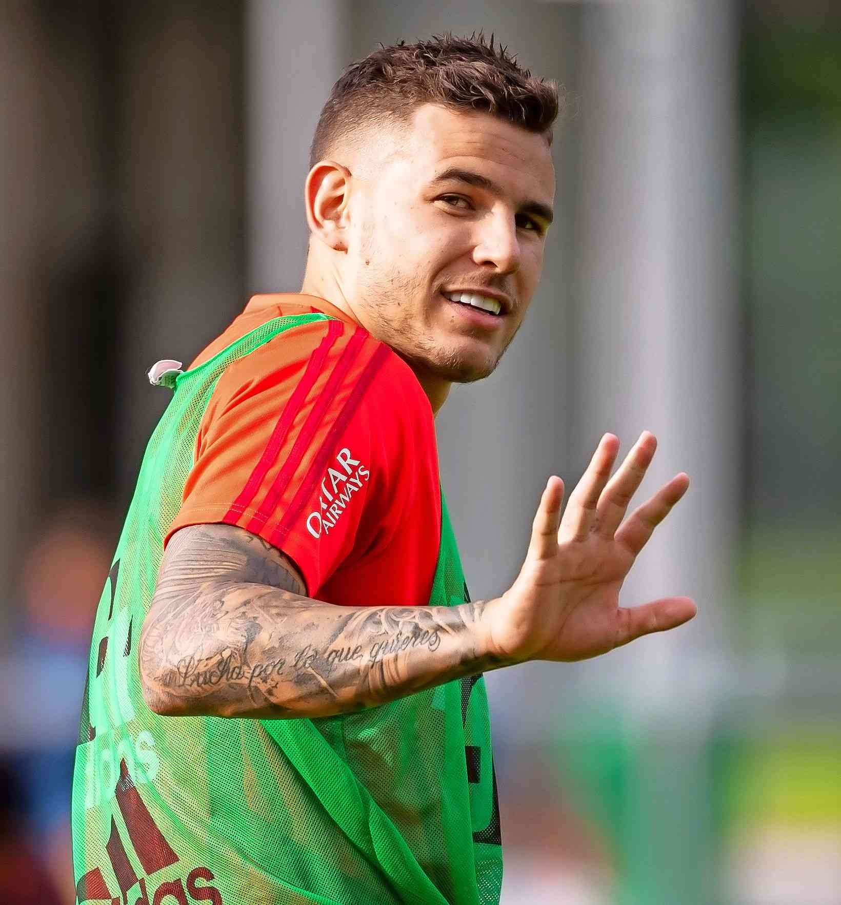 Bayern Münchens Rekordtransfer Lucas Hernández trainiert ...